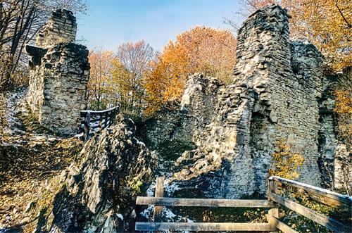 Załuż Zamek średniowieczny Sobień Polskie Zamki I Dwory